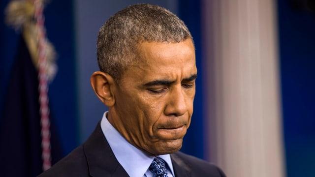 ein-nachdenklicher-obama-sagt-goodbye