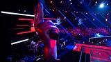 Video «Gefühlvolle Stimmen in der vierten Blind Auditions Sendung» abspielen