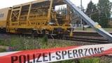 Entgleister Bauzug behindert Bahnverkehr (Artikel enthält Video)