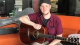 Göläs Gitarre – jetzt zupft Pascal Meister die Saiten! (Artikel enthält Video)
