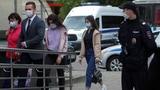 Russische Schwestern nach Mord am Vater vor Gericht (Artikel enthält Audio)