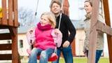 Mehr Unterstützung für Berner Pflegeeltern (Artikel enthält Audio)