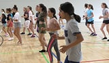 Mehr Selbstbewusstsein für Mädchen dank Tanzlager (Artikel enthält Audio)