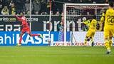 Düsseldorf schockt den BVB, Gladbachs Festung hält