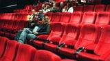 Kinos a Cuira: Iniziants spetgan sin decisiun da parlament (Artitgel cuntegn audio)