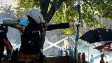 Polizei droht mit scharfer Munition (Artikel enthält Video)