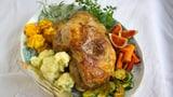 Milchschafkeule mit Kartoffelrosetten und Gemüse