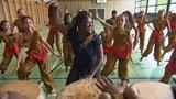Video «Traditionspflege – Secondos entdecken die Volkstänze ihrer Heimat» abspielen