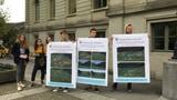 Windräder bewegen Gemüter - vor und im Rathaus Glarus