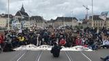 Tausende demonstrieren in Schweizer Städten – eine Festnahme (Artikel enthält Video)