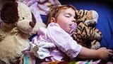 Was macht der Schlaf mit Kleinkindern? (Artikel enthält Audio)