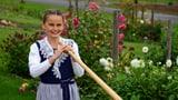 Malina Grimm mit ihrem Alphorn