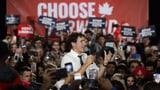 Kanadas erste Wahllokale öffnen – Premier Trudeau muss zittern (Artikel enthält Audio)