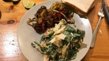 Scharfe Szechuan-Pouletschenkel mit Kabissalat