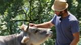 Video «Fortbestand seltener Tierarten dank Bauer Jérémy» abspielen