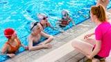 «Muss mein Enkelkind den Schwimmkurs besuchen?» (Artikel enthält Audio)