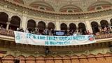 Klimastreiker protestieren im Nationalratssaal