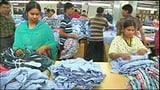Video «Kleiderproduktion: Modische Kleider, miserable Löhne» abspielen