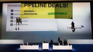Nicht nur wegen Boni: Die Bank ist auch wegen ihrer Beteiligung an der «North Dakota Pipeline» in der Kritik. Kritik der besonderen Art.