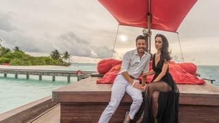 Romantik pur in den Flitterwochen: Max Loong öffnet das Fotoalbum