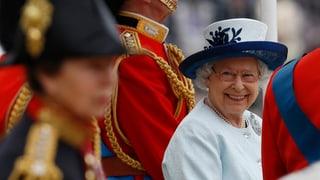 Sehr «amused»: Die Queen in Party-Stimmung