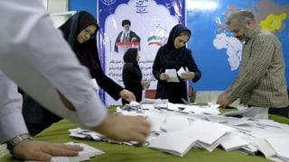 Iranische Parlamentswahlen: Reformer liegen vor Konservativen