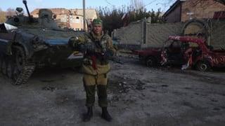 Russische Freiwilligen-Kämpfer in der Ukraine packen aus