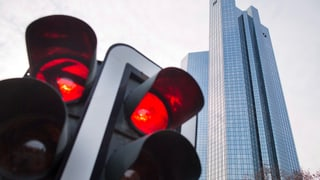 Deutsche Bank tief in den roten Zahlen