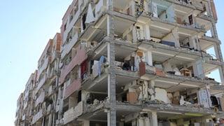 Die Rettungseinsätze wurden auf iranischer Seite teilweise eingestellt. Zugleich verspricht Präsident Rohani rasche und umfassende Hilfe.