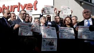 Tirchia arresta 14 schurnalists da la gasetta «Cumhurriyet»