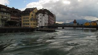 Reusswehr in Luzern ganz geöffnet