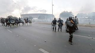 Unruhen und Streiks im WM-Land Brasilien