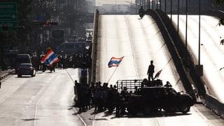 Demonstranten legen Bangkok lahm
