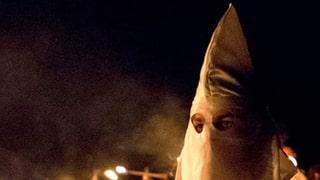 Schwyzer Polizei identifiziert vermeintliche Ku-Klux-Klan-Männer