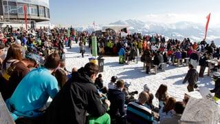 Wintersportler stürmen die Berge