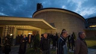 Stilles Gedenken an die Opfer des Carunfalls von Siders