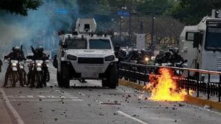 Oppositionschef fordert Maduro heraus