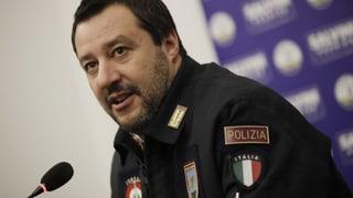 Was steckt hinter Salvinis Schwäche für Uniformen? (Artikel enthält Audio)