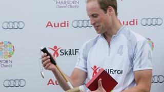 Süsse Geste: William bekommt einen Poloschläger für Baby George