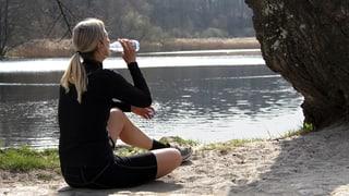 Sauberes Wasser in der Wildnis: Wie funktionieren Wasserfilter?