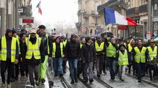 Tränengas gegen «Gelbwesten» in Paris
