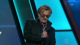 Bizarrer Johnny Depp verwirrt Publikum