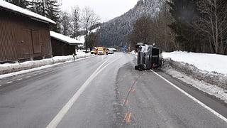 Dus accidents da traffic sin via sursilvana