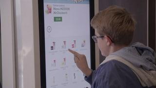 Video «Der arbeitende Kunde: Konsumenten als billige Arbeitskraft» abspielen
