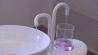 Video «Unhygienisches Spülwasser beim Zahnarzt» abspielen