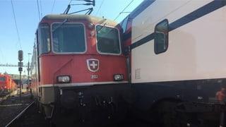 Rangierlokomotive kollidiert mit Intercity