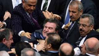 Türkei: Nasen- und Fingerbruch bei Abstimmung über Justizreform