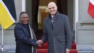 Schweiz unterzeichnet Abkommen mit Mosambik