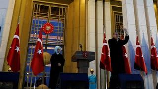Die Türkei wird vom Europarat erneut unter verschärfte Aufsicht gestellt. Das gefällt der Regierung in Ankara erwartungsgemäss überhaupt nicht.