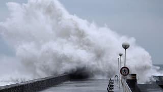 Stürme wüten an Weihnachten in Westeuropa